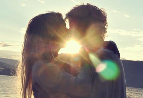 kiss-in-sun