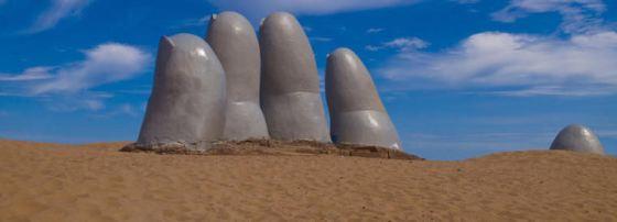 uruguay-hand-sculpture_2